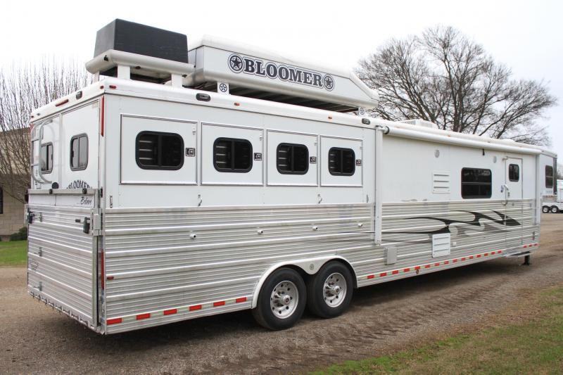 2007 Bloomer  4 Horse 17 Lq w/ slide out