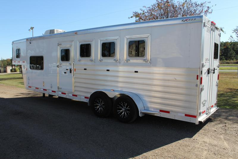 2015 Exiss 4 Horse with an 8.6 Shortwall