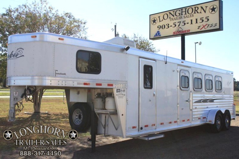 2004 Cherokee  4 horse 7ft Living Quarter
