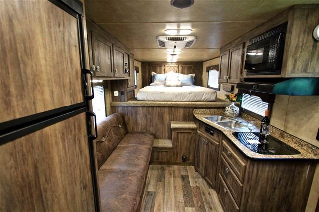 2018 Exiss 10' Living Quarter with Midtack & Generator