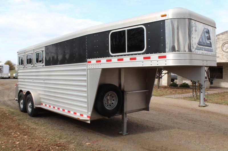 2013 Elite 3 Horse with 4ft Tack Room with Drops on Tail