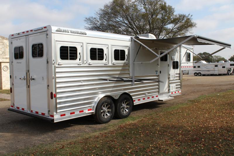2018 Elite 3 Horse 8.8 Shortwall with Mangers