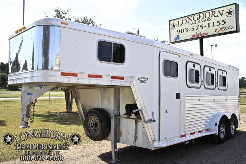 2001 Featherlite 3 Horse with 4 Weekend Package