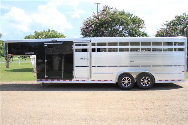 2018 Sundowner Trailers 24' Show Cattle Combo with Side Ramp
