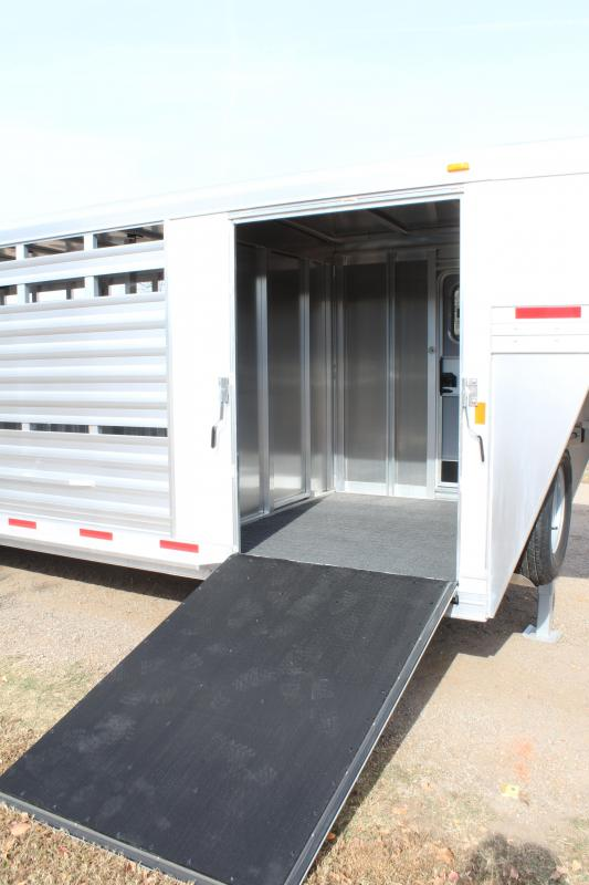 2018 Exiss 24ft Show Cattle/Hog/Lamb with 4 Removable Pens Livestock Trailer