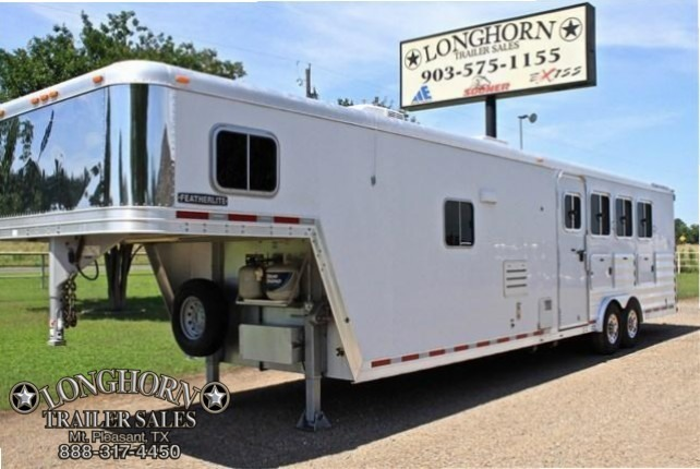 2007 Featherlite  4 Horse with a 12' LQ + Mangers