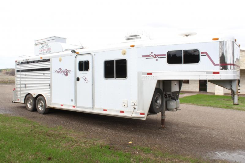 2003 Platinum 3 Horse with 10ft Shortwall and Generator