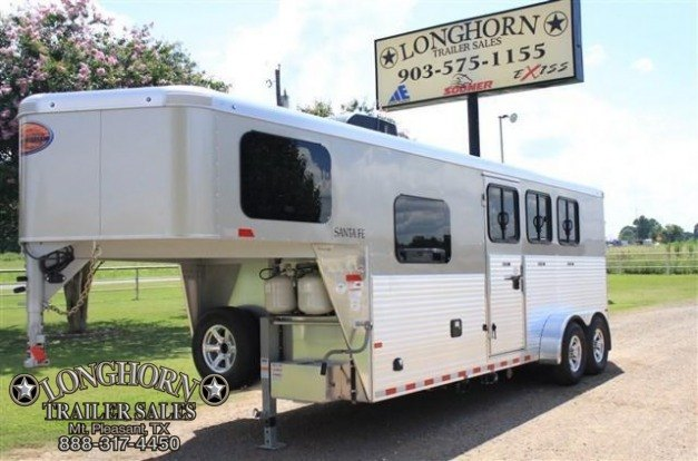 2018 Sundowner Trailers 3 Horse with Full Living Quarter Horse Trailer