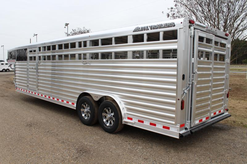 2018 Elite 28ft Show Cattle with Side Ramp