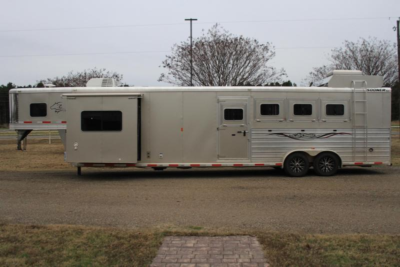 2014 Sooner 4 Horse 11 Lq w/ Slide out / Generator