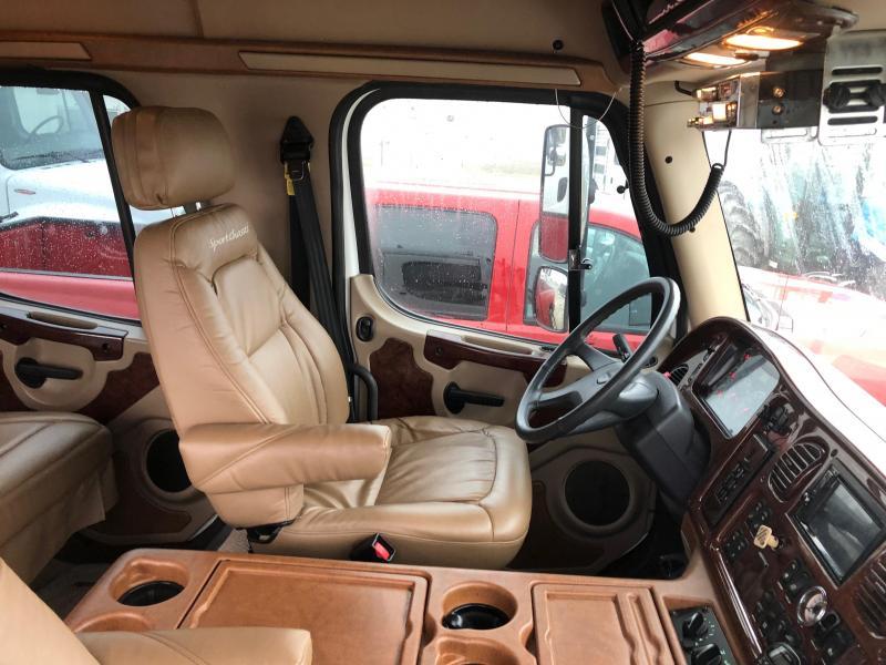 2006 Freightliner SportsChassis Truck