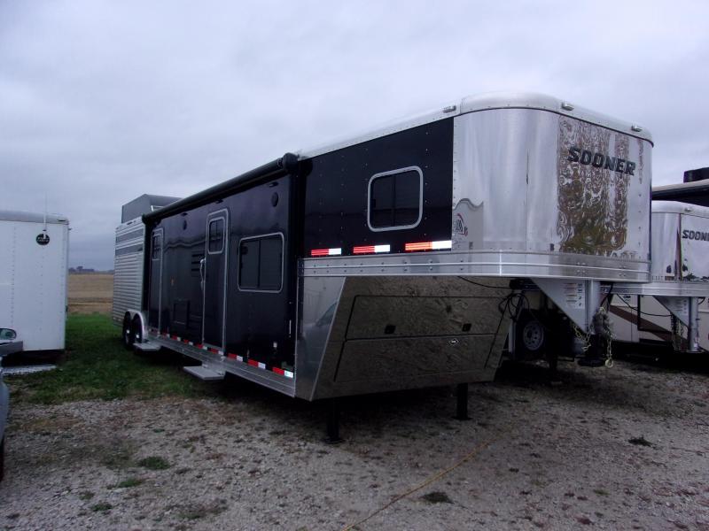 2015 Sooner SRD 832 LQ Livestock Trailer