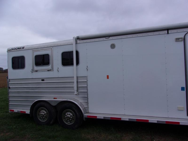 2015 Sooner 7311LQ Livestock Trailer