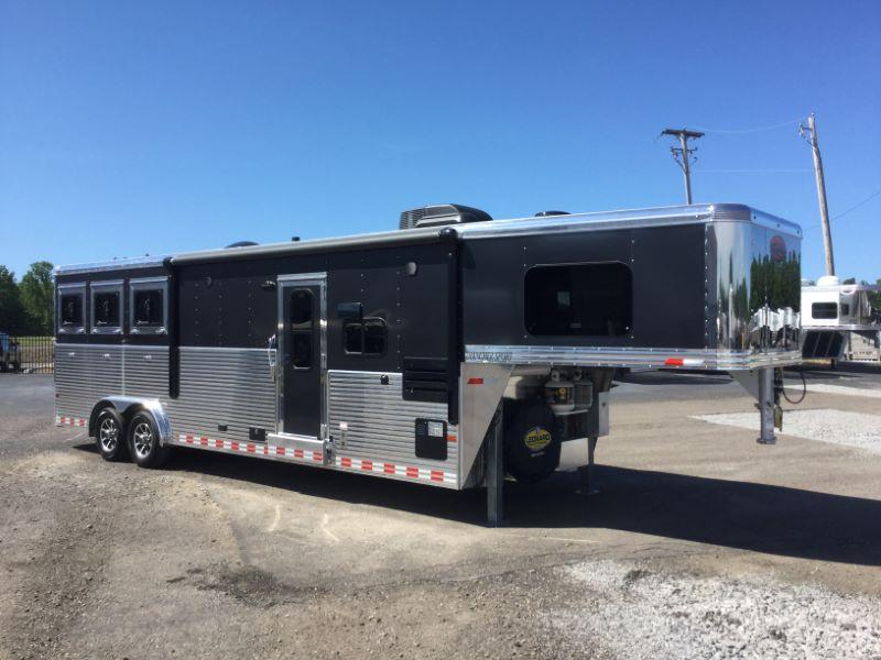 2017 Sundowner Trailers RS8311SL Horse Trailer