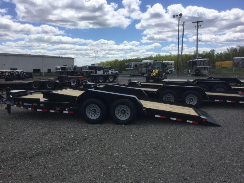 2017 Load Trail TL8320072 Equipment Trailer