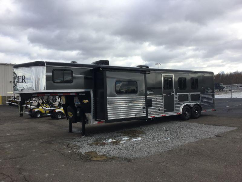 2017 Bison Trailers 8312RGGB Horse Trailer