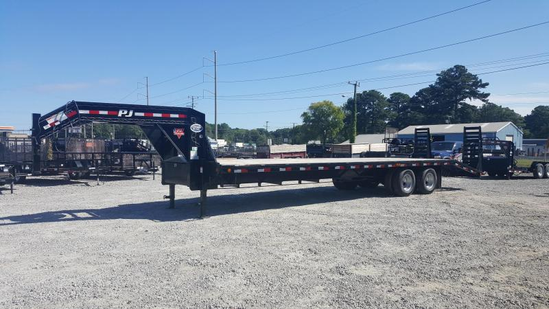 2018 PJ Trailers 32ft FD Gooseneck w/Flip Over Ramps