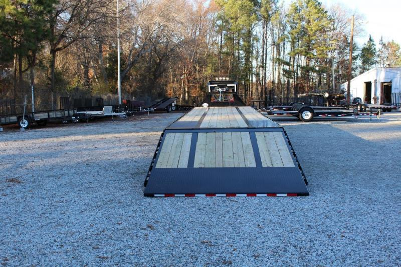 2017 PJ  44' Low Pro Gooseneck w/ Hydraulic Dovetail & 15k Air Brake Axles