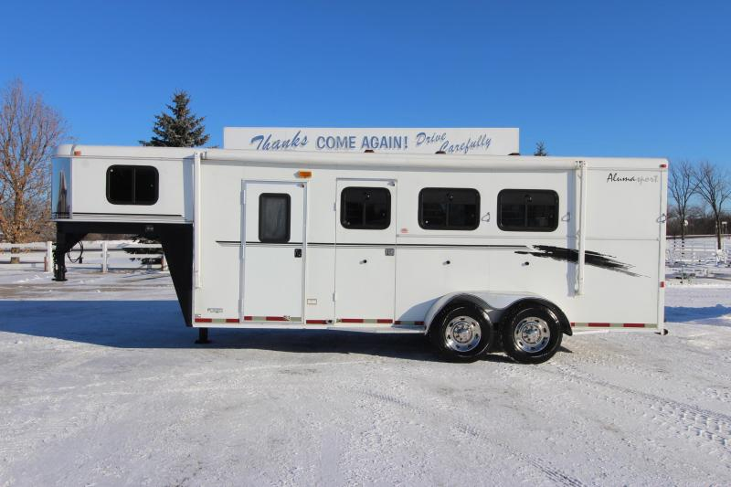 2001 Bison Trailers 3HR 6 weekender Horse Trailer