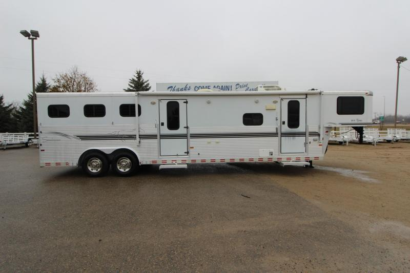 2002 Sundowner Trailers 3HR 10 LQ MT Horse Trailer