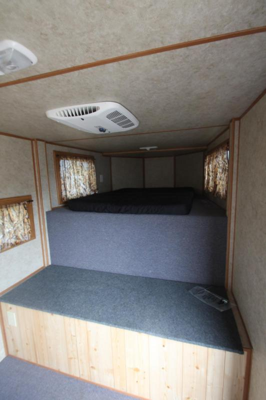 2006 Titan Trailers 3HR Weekender Horse Trailer