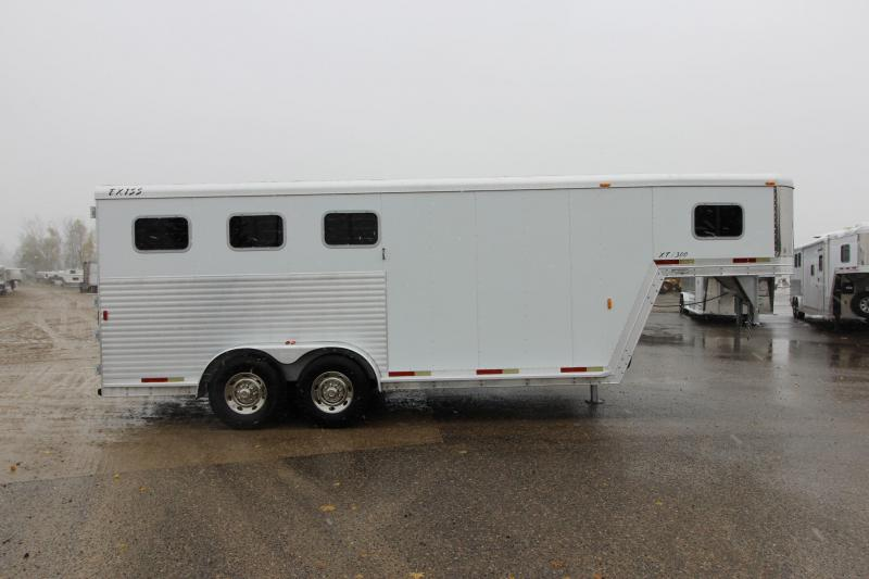 2002 Exiss Trailers 3HR GN with D/R Horse Trailer