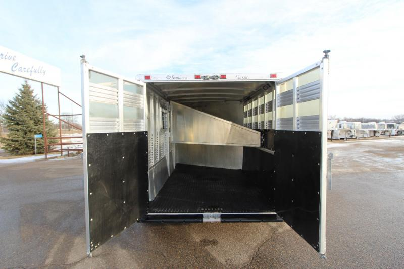 1998 Southern Classic 3HR GN Horse Trailer