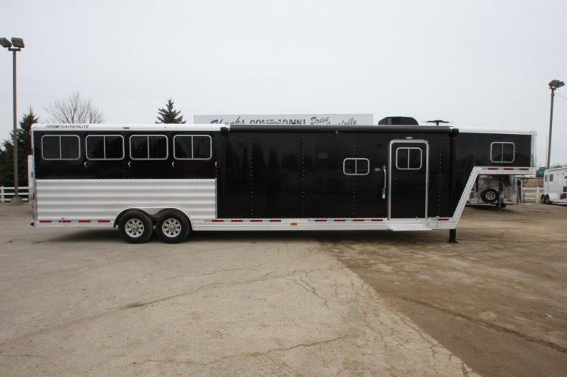 2016 Featherlite 4 horse with 15' LQ w/Slide Out