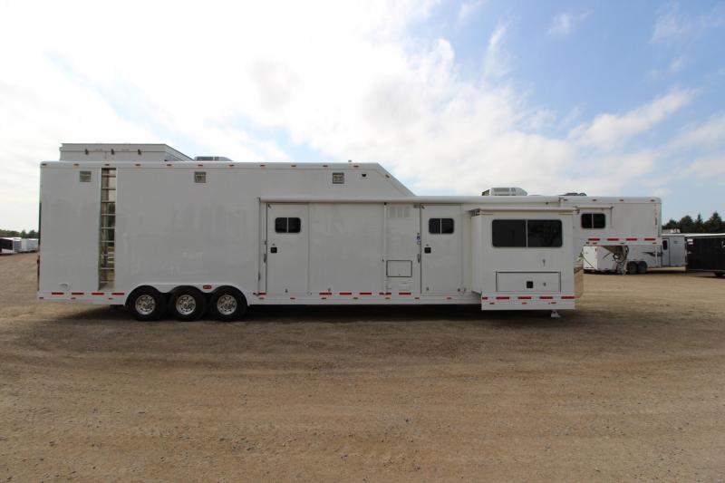 2000_Featherlite_4940_stacker_with_LQ_Toy_Hauler_4YwOJs used featherlite horse and livestock trailers  at readyjetset.co