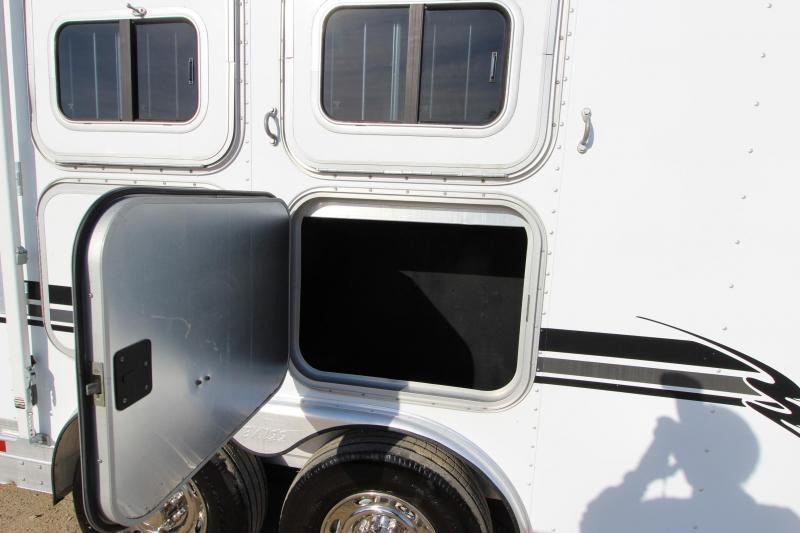 2002 Exiss Trailers 3HR 10 LQ MT Horse Trailer