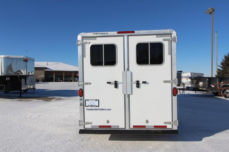2006 Featherlite 3HR GN with dressing room/weekender Horse Trailer