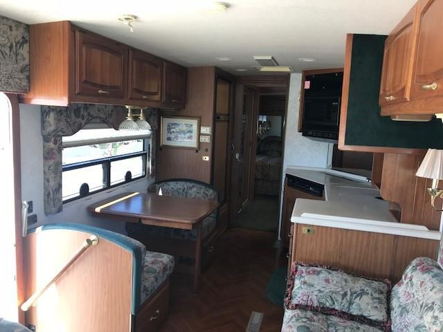 1997 Winnebago Vectra Grand Touring Class A RV