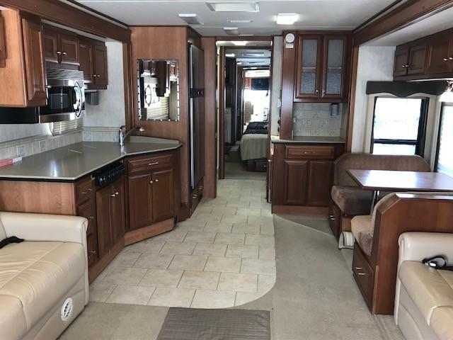 2005 Country Coach Inspire 330 Class A RV