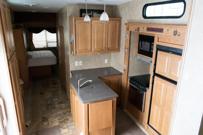 2011 Wildcat 34FLR 5th Wheel Travel Trailer