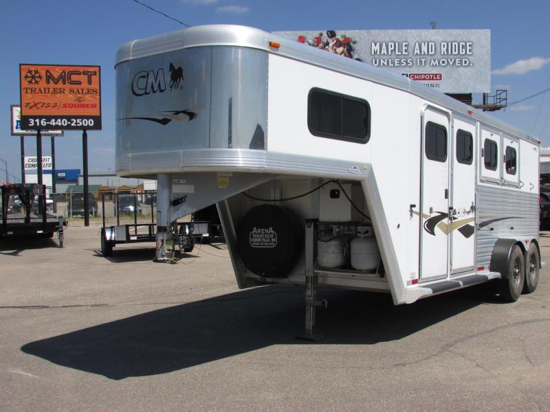 2002 CM CM 3 HORSE WEEKEND PKG Horse Trailer