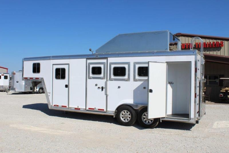 2015 Featherlite 3 horse with dressing room