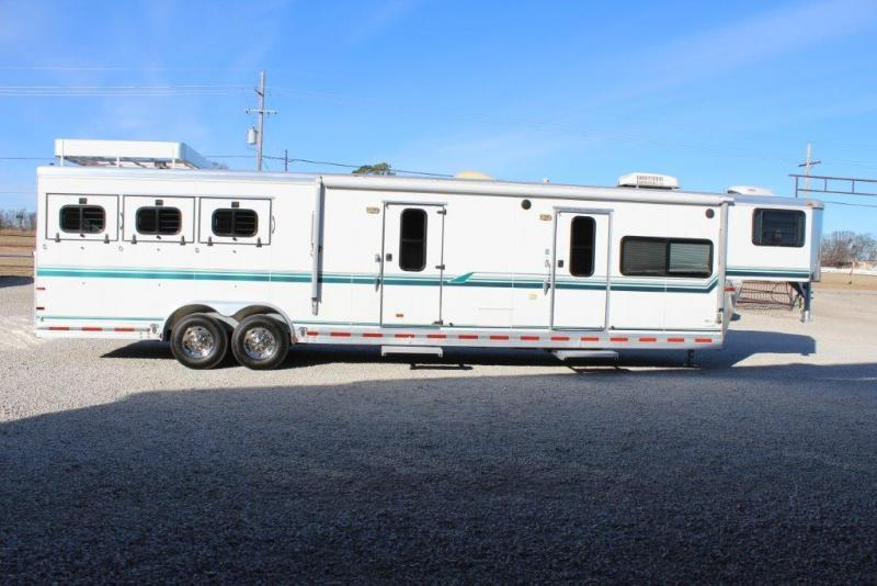 1998 Sundowner 3 horse with 14' LQ with Midtack