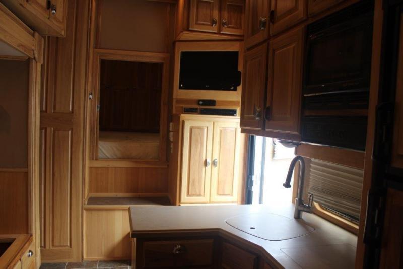 2009 Dream Coach 5 horse with 16' LQ