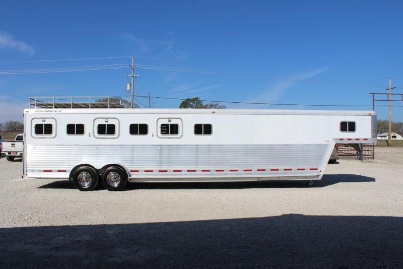 1996 Featherlite 6 horse slant with Midtack and Dressing room