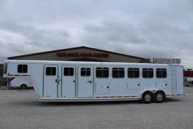 2003 Featherlite 6 horse with dressing room and midtack