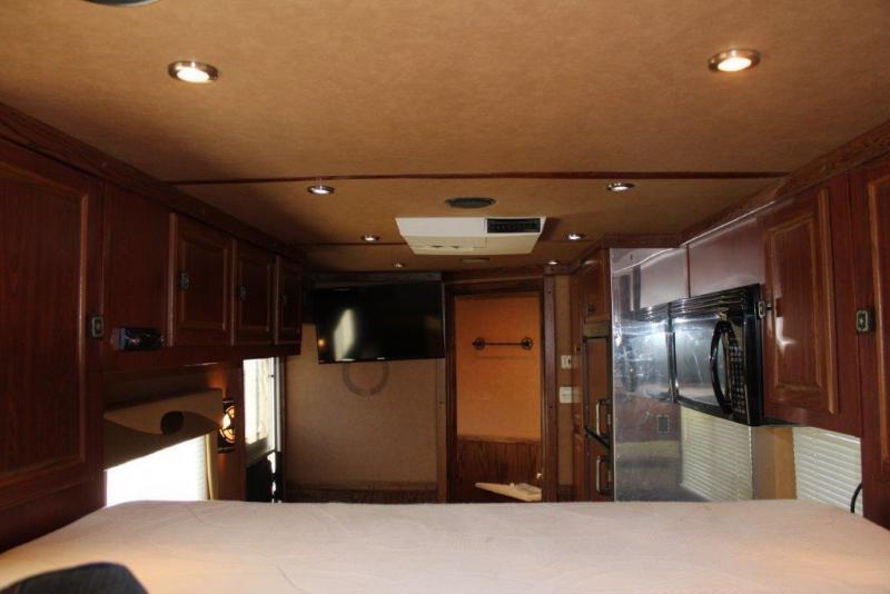 2007 Logan Coach XTR Horse Trailer