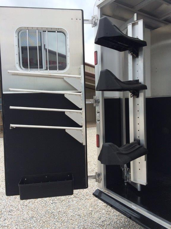2016 Featherlite 3 horse with 13' LQ with Slide Out