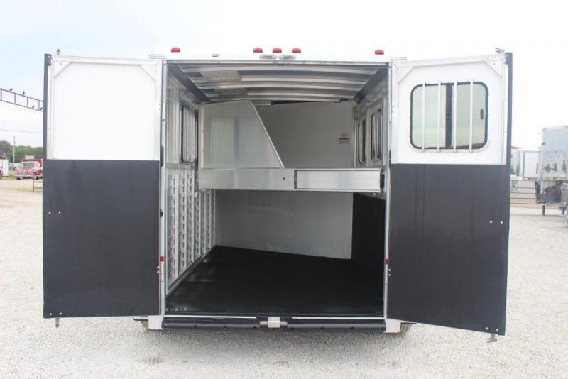 2013 Sundowner  3 horse with dressing room