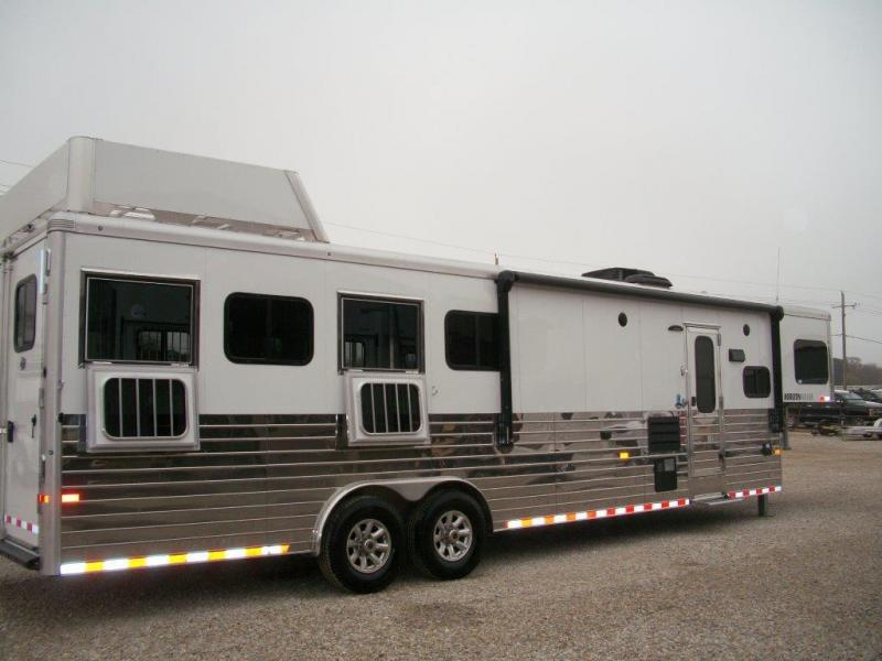 2017 Sundowner 4 horse with 11' LQ with Slide Out
