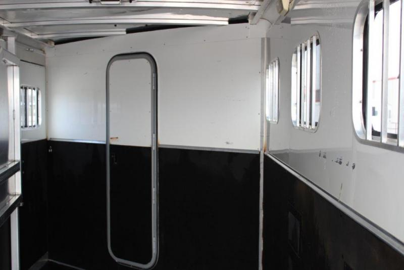 2008 Exiss 4 horse with Weekender Package