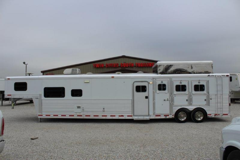 2004 Elite 3 horse with 21' Living Quarter