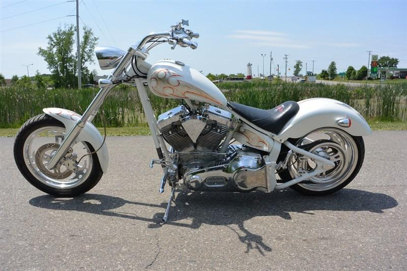 2004 Titan Diamond White Motorcycle. Only 3000 Miles