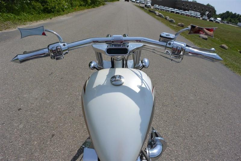 2004 Titan Diamond White Motorcycle. Only 3000 Miles
