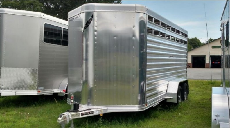 2017 Featherlite 8107-16 Horse Trailer