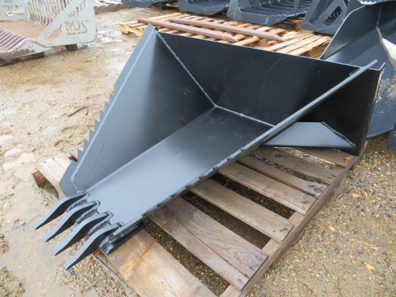 New Tomahawk Skid Steer Loader Stump Bucket